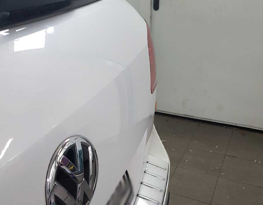 Reparierte Delle in Fahrzeug Heckklappe- Dellenreparatur in Simmern (Hunsrück)- Beulendoktor in Simmern (Hunsrück)- FEM Dellentechnik